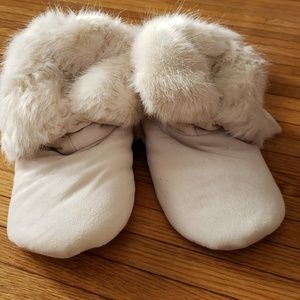 Shoes - Fuzzy slippers